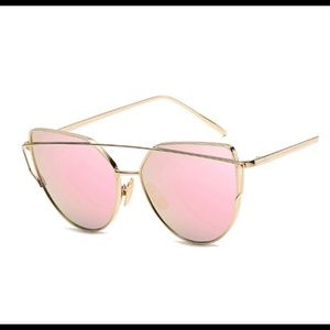 Accessories - Vintage style Rose gold rink aviators 😎